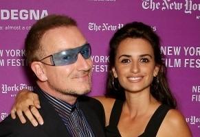 Bono y Penélope Cruz el sábado en NY
