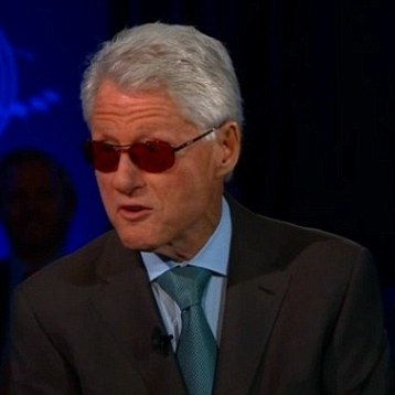 Bill Clinton imita a Bono