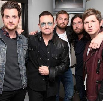 Bono con los Kings Of Leon
