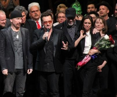 Bono y The Edge junto a Julie Taymor