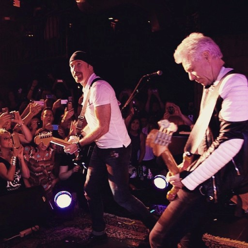 The Edge y Adam Clayton anoche en NYC
