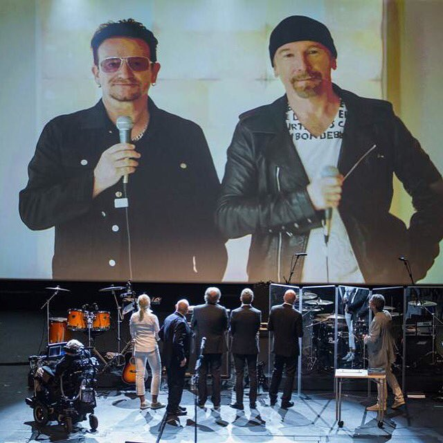 Bono y The Edge cantan