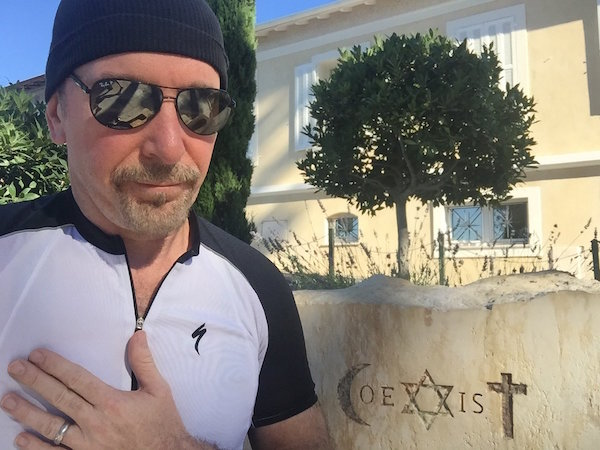 The Edge en la fuente de COEXIST